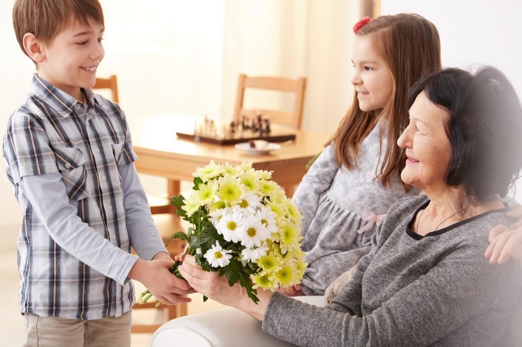 Как поздравить бабушку с праздником весны
