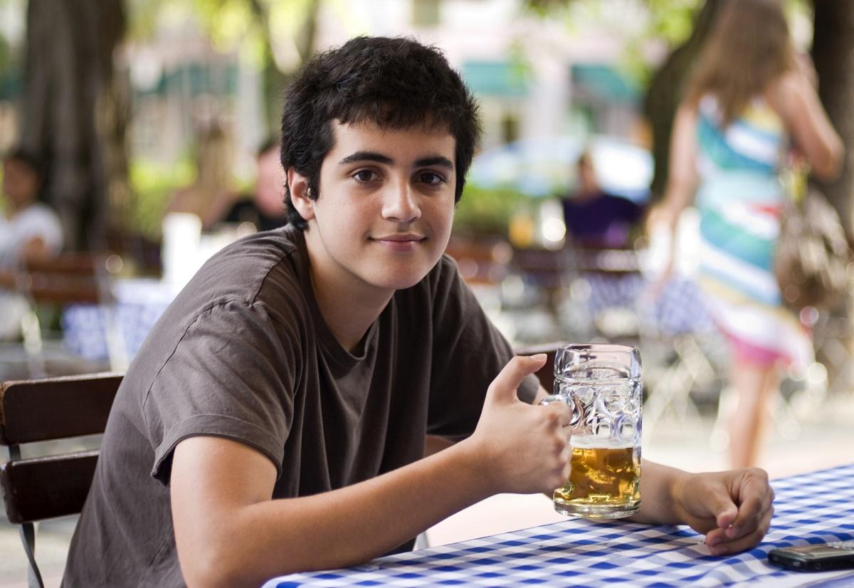 Говорим с подростком об алкоголе: объясняем, а не запугиваем