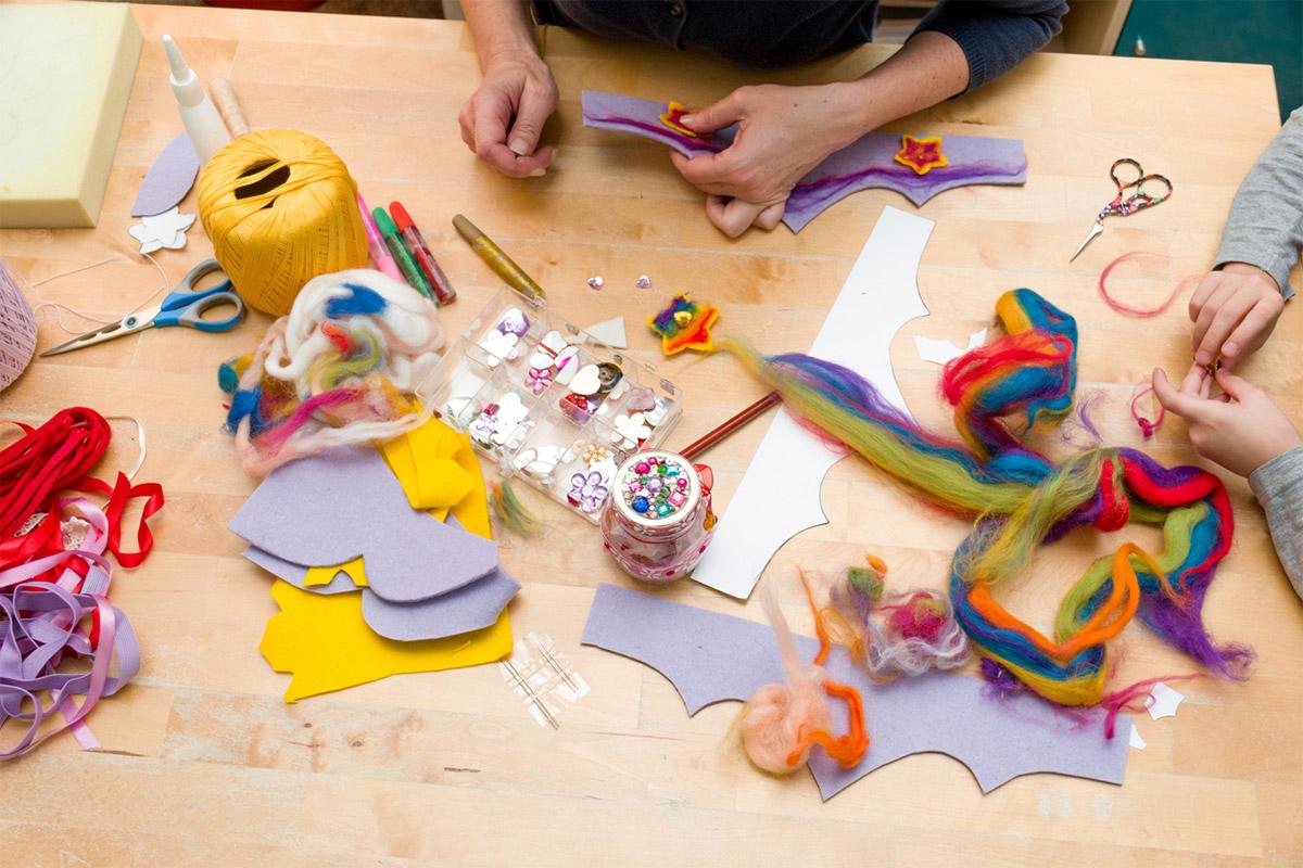 Делаем сами: развивающие игрушки из подручных средств